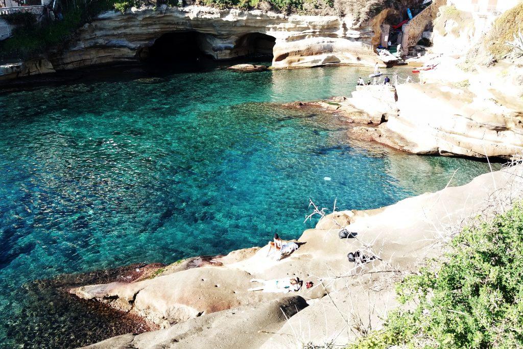 Cose da fare a Napoli - Rocce verdi escursione in Kayak