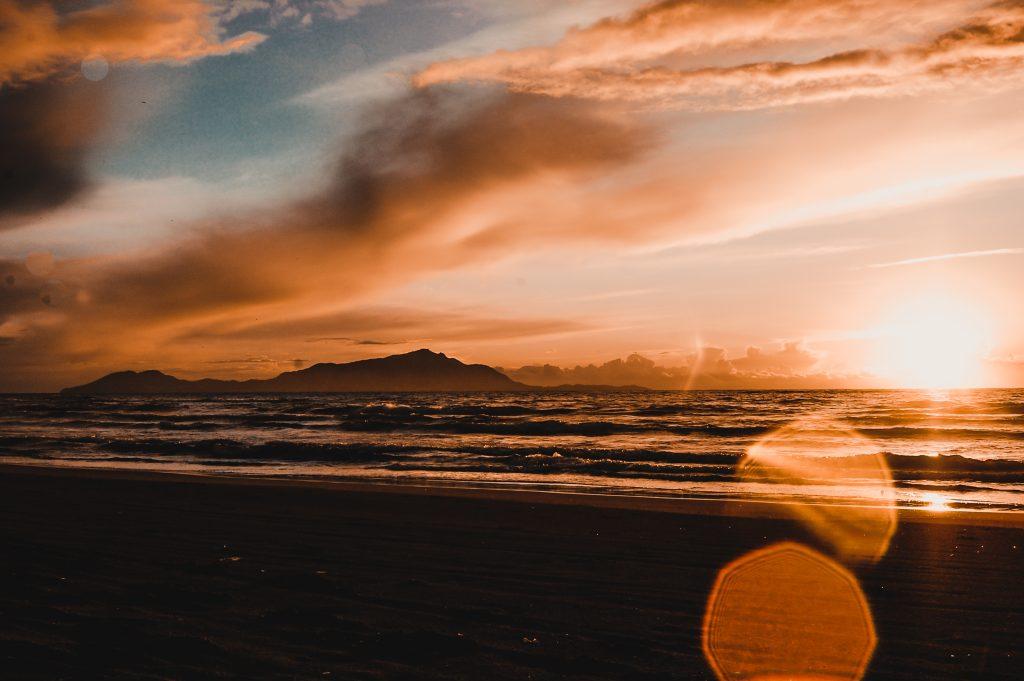 Surf Italia - Correre in spiaggia al tramonto. Uno dei miei allenamenti preferiti in assenza di onde.